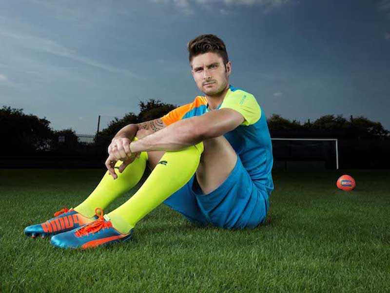 Olivier Giroud wears PUMA evoSPEED football boots